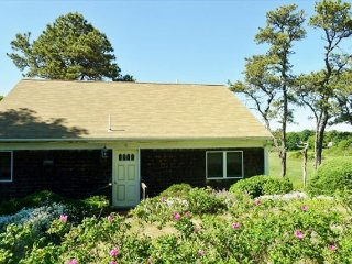 PET-FRIENDLY CLOSE TO HARDINGS BEACH IN CHATHAM!