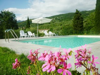 casa in toscana  piscina parcheggio wifi gratuiti, Reggello