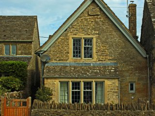 Beautiful 4 bedroom character cottage, Swell