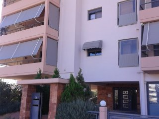 Two Bedroom Apartment By The Airport!