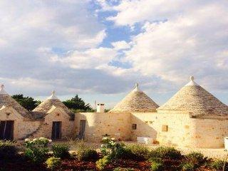Trullo Ferragosto – Chic Cottage – sleeps 4 + 2, Cisternino