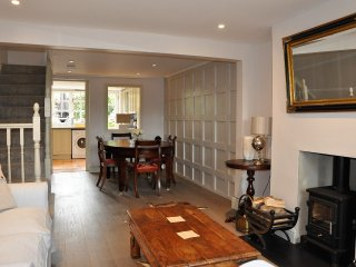 A spaciously cosy quintessentially english cottage, Holyport