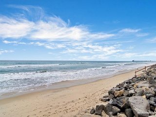 Oceanfront 3br in Oceanside, CA P5131-3