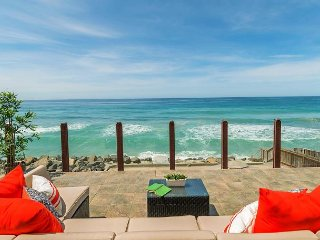 Gorgeous Single Family, 5 bedroom Home with large private beach backyard, Oceanside