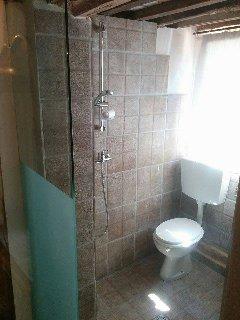 Bagno docccia  nella camera matrimoniale a piano terra.