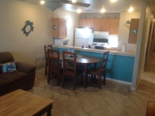 LP217B Freshly Updated- 'Justa good beach condo', Port Aransas