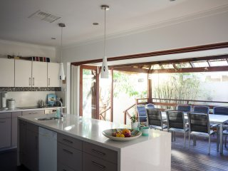 The Fremantle House ~ Eco Retreat *AVAILABLE 8-12th April* fully air conditioned