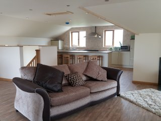 Large 4 bed cottage, 3 Local Beaches. Country views.