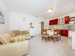 Appartment on seaside on ground floor near Zadar, Duran