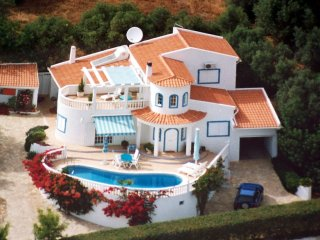 NEW - Luxury Villa - Heated Pool - Wifi -Sea Views, Santa Barbara de Nexe