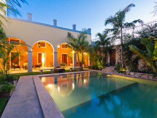 Grand colonial reborn- home in Merida for families