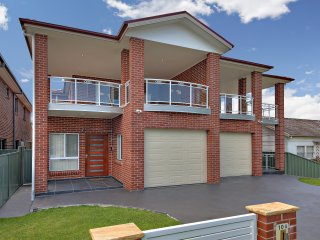 HOMELEA VILLAS - SYDNEY  5BDRMS - IDEAL FOR GROUPS