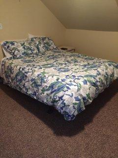 Queen bed upstairs bedroom