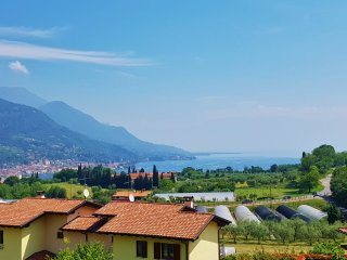 Two Bedroom Lake Garda View Flat Prestine Garden, Salo