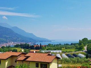 Two Bedroom Lake Garda View Flat Prestine Garden, Salò