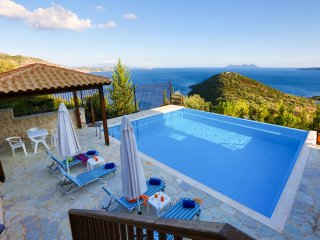 Villa Columba -Luxury and spacious villa with sea view, Sivota
