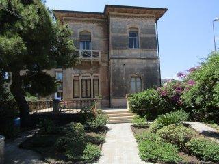 Appartamento in Villa Liberty a Catania vista Etna