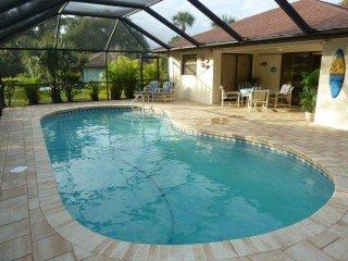 Villa Sylvia- cute Pool Home across Lake