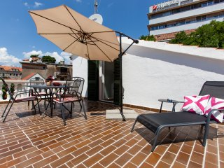 Downtown Authentic Apartment With Sunny Terrace