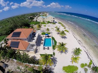 Luxury Oceanfront Home with Infinity Pool 4BR 'In Harmony', Bodden Town