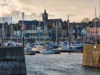 Tucked Away, Anstruther. 90 Paces to Beach