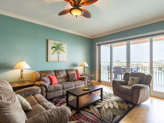 3 bed w stunning views & pool in Clearwater Beach!