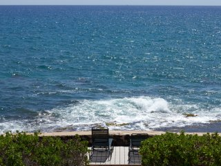 Direct Oceanfront 5 BR/3.5 BA House, Waianae