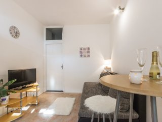 Studio Apartment Karin in Pula, near sea for 2