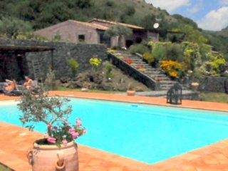 Villa e dependaVilla panoramicissime con piscina