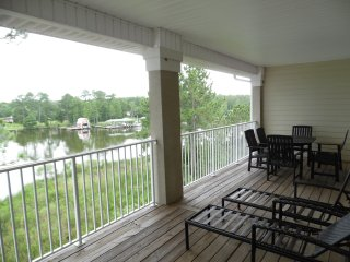 All Waterfront Condos, Peaceful & Quiet! 2 Bedroom