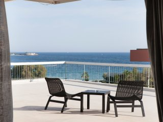 Penthouse with sea view and large veranda, Alimos