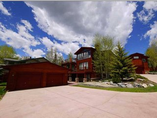 Penthouse Perfection in Lake & Ski Mansion, Dillon