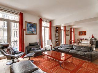 Vast two-bedroom apartment in the 8th arrondissement, París