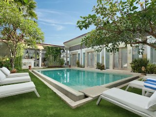 %%% RARE!!! MODERN 9 BEDROOM VILLA!!! HUGE POOL! CENTRAL SEMINYAK best location!