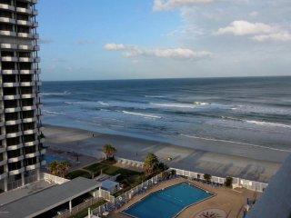 Spacious,updated 1 bd/1 bath w/gorgeous ocean view