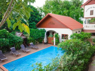 Namphung PHUKET villa with swimming pool