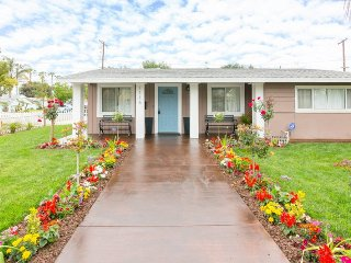 Grand Opening Special! Renovated 4-Bedroom/2-Bath/ Pool/Spa! Super Close 2 Disney!, Anaheim