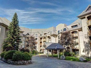 'Marquise' One bedroom w/pool & hot tub - Ski In / Out!, Whistler