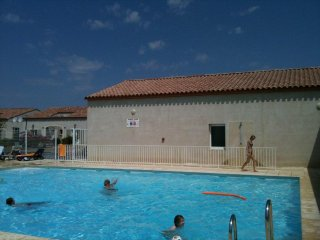 Villa with shared swimming pool 15 mins to beach