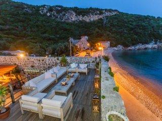Frontline 16th century villa near Dubrovnik