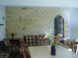 La salle à manger et le salon, en entrant dans l'appartement.