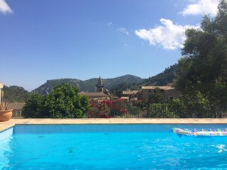 Double, private bathroom and balcony, pool&garden, Valldemossa