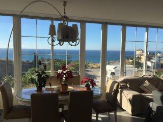 4 habitaciones, dos baños, terraza, piscina, playa, Torrox