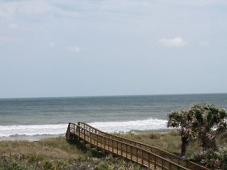 Endless Summer, Amazing 4 Bedroom, Ocean Front, 60' Flat Screen, Palm Coast