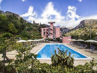 Villa Sidia E, Letojanni