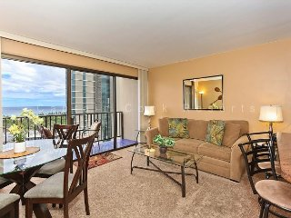Secure one-bedroom with full kitchen, washlet,parking & ocean/sunset views!, Honolulu