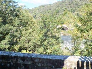 Au bord de la rivière, au calme, proche commerce, Prades