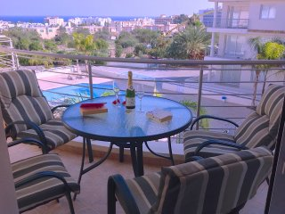 Luxury apartment with sea views, pool/jacuzzi wifi, Protaras
