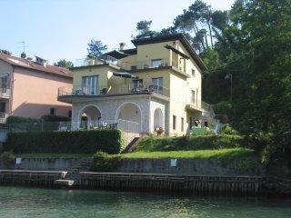 Appartamento Bianco: 7 posti letto, terrazza sul fiume e approdo con posto barca