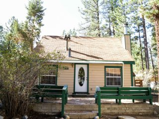 The 4 Sierras Cabin: The perfect cozy getaway, Big Bear City